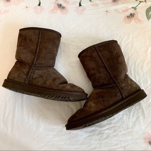 Ugg chocolate brown Classic Short boots